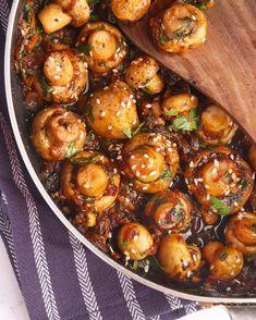 Mushroom Side Dishes, Mushroom Dish, Veg Dishes, Tasty Dishes, Chilli Mushroom Recipe, Mushroom Recipes Indian, Indian Food Recipes, Chinese Recipes, Chinese Food