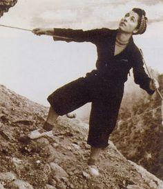 Carmen Romeu Pecci (Barcelona, 1920) is the first woman to climb the Bola de la Partió (Montserrat). First female ascents to Cavall Bernat (1941), Gat of Pedraforca, the north of Vignemale and the north of Monte Perdido.
