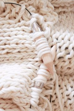 See beautiful ready made knit blankets to add gorgeous tassels to or knit your own chunky wool blanket with these 2 free knitting patterns on Design The Life You Want To Live Circular Knitting Needles, Arm Knitting, Knitting Wool, Vintage Knitting, Knitting Patterns Free, Knit Patterns, Knitting Ideas, Knitting Projects, Crochet Bobble