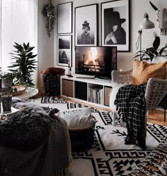 33 Charming Rustic Living Room Wall Decor Ideas for a Fabulous Relaxing Space - The Trending House Boho Living Room, Home And Living, Living Room Decor, Bedroom Decor, Bohemian Living, Living Room Wall Ideas, Wall Decor, Cozy Living, Living Rooms