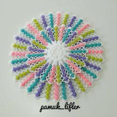"""2,768 Beğenme, 133 Yorum - Instagram'da hobim ve ben (@pamuk_lifler): """"Hayırlı huzurlu akşamlar sevgili hanımlar... Modelimizin fotoları da yerini aldılar💜💜💜 Ister  tekli…"""" Crochet Designs, Crochet Patterns, Natural Curls, Baby Knitting, Beach Mat, Outdoor Blanket, Ideas, Tejidos, Crochet Doilies"""
