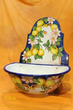 Ceramic Pottery, Pottery Art, Ceramic Art, Lemon Vase, Italian Tiles, Italian Pottery, Pottery Painting, Decorative Plates, Porcelain