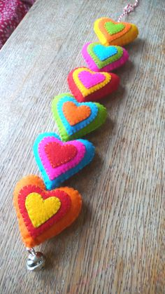 felt heart garland - with bell Fabric Crafts, Sewing Crafts, Sewing Projects, Felt Garland, Felt Ornaments, Felt Bunting, Felt Diy, Handmade Felt, Handmade Bookmarks