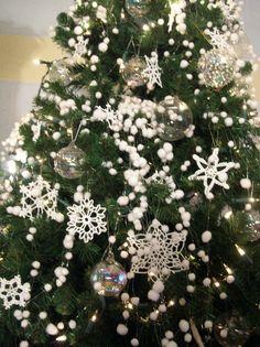 Chrochet snowflake Xmas tree