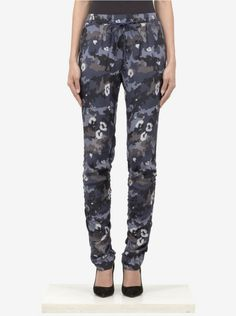 Phillip Lim's designs utilitze modern detailing to create chic and fresh silhouette for the city girl and these drawstring pants are sur Black Camo Pants, Camo Fashion, Drawstring Pants, 3.1 Phillip Lim, Camouflage, Casual Pants, Branding Design, Track, Women Wear