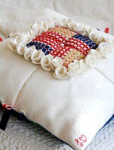 Wool pillow. Embroidery. | Vadmalskudde, broderad.