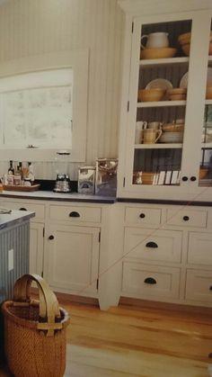 Black handles in kitchen cabinets