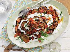 Aubergine met verse tomatensaus en kruidenyoghurt - foodies