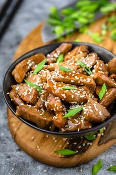 Kung Pao Chicken, Chicken Wings, Sriracha, Food And Drink, Pork, Chinese, Lunch, Beef, Ethnic Recipes