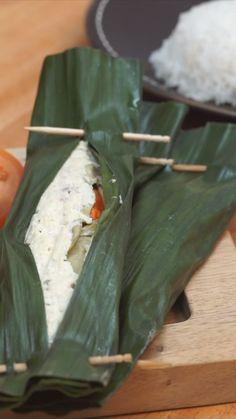 Pepes, pais atau palai adalah salah satu metode memasak khas Nusantara menggunakan daun pisang yang bertujuan untuk membuat rasa rempah dan bumbu lebih meresap. Setelah dikukus, biasanya pepes dibakar. Food N, Diy Food, Food And Drink, Fish Recipes, Asian Recipes, Indonesian Cuisine, Indonesian Food Traditional, Malay Food, Malaysian Food