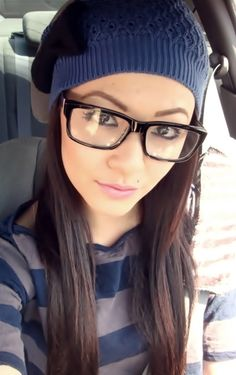 Who says nerd glasses aren't sexy? Nice Glasses, Girls With Glasses, Heart Shaped Face Glasses, Fashion Face, Girl Fashion, Best Eyeglasses, Beautiful Women Pictures, Amazing Women, Wearing Glasses