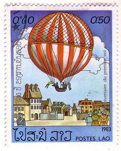 Laos sello que celebra el 200 aniversario del vuelo inaugural globo de aire caliente en París,