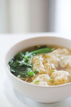 Foodie Travel 29132728817780543 - Wontons maison et bouillon chinois Source by claudiesb Wontons, Wonton Noodle Soup, Wan Tan, Asian Recipes, Ethnic Recipes, International Recipes, Foodie Travel, Along The Way, Street Food