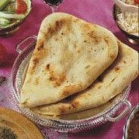 Spicy up your Indian food with this #vegan #naan recipe!