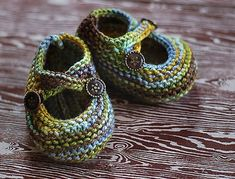 Knitted Baby Booties Free Patterns Cutest Ideas Ever You will love these gorgeous Knitted Baby Booties Free Patterns and we have included a number of other super cute ideas for you to try. Baby Booties Knitting Pattern, Baby Sweater Patterns, Crochet Baby Shoes, Crochet Baby Booties, Baby Knitting Patterns, Knitted Baby, Doll Patterns, Crochet Amigurumi, Crochet Dolls