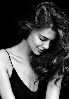 Non ci si innamora mai di chi è perfetto per noi, ma di chi in un determinato momento della vita ci dà le emozioni di cui abbiamo bisogno. ..