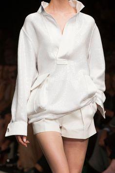 Ermanno Scervino at Milan Fashion Week Spring 2015 - Details Runway Photos Runway Fashion, Fashion Outfits, Womens Fashion, Fashion Trends, Minimal Fashion, White Fashion, Spring Summer Fashion, Spring 2015, Fashion Details
