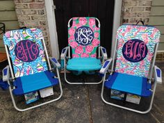 This Lilly Pulitzer inspired beach chair with monogram will be sure to make an impression on the beach.    This chair includes :  -back straps for