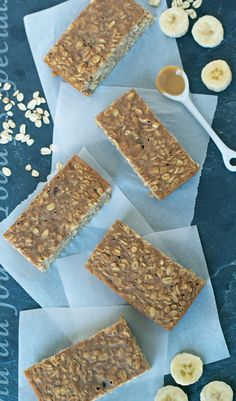 Peanut Butter Oatmeal Breakfast Bars with Banana and Honey. Healthy, filling, and absolutely delicious! - www.thelawstudentswife.com #recipe #healthy