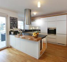 Modern kitchens at Gfrerer Kitchens in Goldegg, Salzburg - Modern Kitchen Kitchen Room Design, Modern Kitchen Design, Home Decor Kitchen, Interior Design Kitchen, Kitchen Furniture, New Kitchen, Modern Kitchens, Home Decor Baskets, Kitchen Fixtures