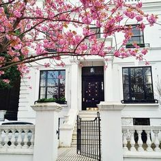 House in London Exterior Design, Interior And Exterior, Ville New York, City Living, House Goals, My Dream Home, Future House, Tiny House, Beautiful Homes