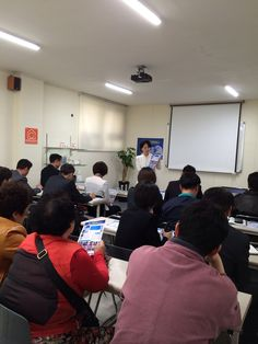 남진희원장님의 신규사업설명회에서 주네스창립스토리와 루미네스&뉴트리션 제품설명중...4월 첫주 세미나 Jeunesse global korea 대구교육센타.