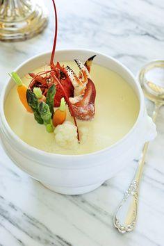 Waterzooi van kreeft en krabbenpoten http://njam.tv/recepten/waterzooi-van-kreeft-en-krabbenpoten