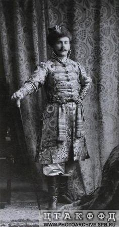 Один из участников костюмированного бала в наряде [боярина XVII века].