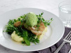 Torskrygg med krassesmör och ärtsallad | Recept från Köket.se