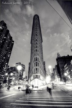 One of the best architecture in NYC - Flatiron building Oh The Places You'll Go, Places To Travel, Monuments, Photo New York, A New York Minute, Flatiron Building, Empire State Of Mind, I Love Nyc, Belle Villa