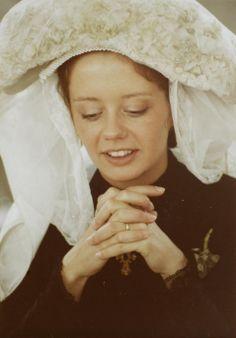 Bruidje Ellen van der Heijden in de St Jan voor aanvang van de huwelijksmis en Boerenbruiloft in het feestjaar van 's-Hertogenbosch 800. 1985 Th. Vissers #NoordBrabant #DenBosch