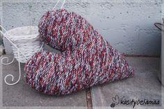 Neulottu jättisydän Knitted Hats, Knitting, Knit Hats, Tricot, Knit Caps, Stricken, Knitwear, Crocheting, Weaving