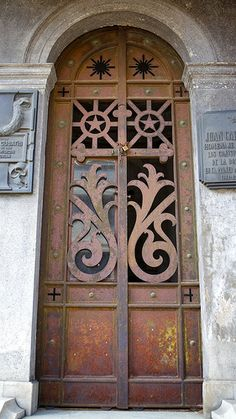 Argentina Door by PR-4U, via Flickr   ..rh