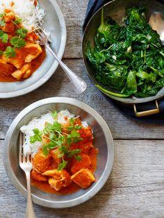 Pasta i kremet tomatsaus og en god del basilikum - Mat På Bordet Deep Pan, One Pot Wonders, Chicken Tikka Masala, Palak Paneer, Thai Red Curry, Spinach, Bacon, Food And Drink, Diet