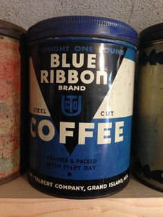 Blue Ribbon Brand Coffee Coffee Wiki, Coffee Art, Vintage Packaging, Coffee Packaging, Vintage Tins, Vintage Coffee, Coffea Arabica, Coffee Canister, Coffee Stands