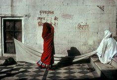 Harry Gruyaert. INDIA. Pushkar. Drying robes. 1976