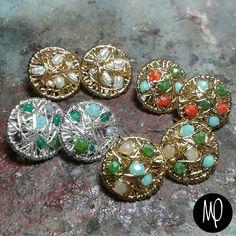 Zarcillos - Pegaditos meds - Piedras,  cristales y perlas - Baño de oro y plata #piedras #stones #pietra #pierre #cristales #crystals #cristalli #cristaux #perlas #pearls #perle #perles #jewelrybench #instagram #instaphoto #instajewelry #jewelry #loveit #lovely #must #musthave #jewel #gioiello #bijou #jewelry #gioielli #bijoux #complementos