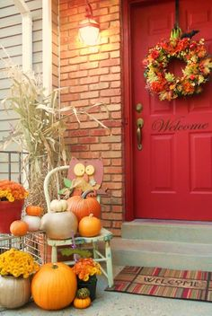 20 Simple Fall Porch Decor For Halloween And Thanksgiving thanksgiving simple porch halloween decor Autumn Decorating, Porch Decorating, Decorating Ideas, Fall Home Decor, Autumn Home, Autumn Fall, Seasonal Decor, Holiday Decor, Front Door Decor