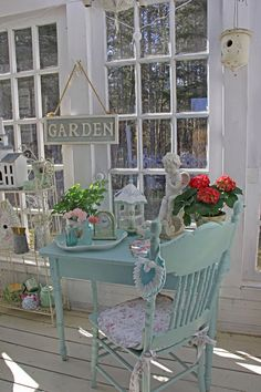 A Shabby Chic Living Room – Decorating On a Budget – Shabby Chic Talk Shabby Chic Patio, Shabby Chic Living Room, Rustic Shabby Chic, Shabby Chic Cottage, Shabby Chic Homes, Shabby Chic Style, Shabi Chic, Cottage Porch, Cottage Pie