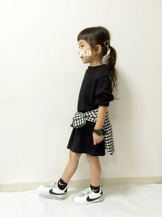 #KIDS #キッズコーデ #チェックシャツ感謝祭 #チェックシャツ #ハイネック #モノトーン #シンプル #スニーカー×靴下 Cute Little Girls Outfits, Little Girl Fashion, Toddler Fashion, Kids Outfits, Kids Fashion, Kids Girls, Baby Kids, Stylish Kids, Kid Styles