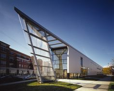 Perspectives Charter School - Perkins+Will Architecture Design Concept, Futuristic Architecture, School Architecture, Architecture Details, Building A Pool, Building Design, Triangular Architecture, Triangle Building, Independent House
