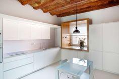 Viladecavalls house cozinhas minimalistas por cabré i díaz arquitectes minimalista Agi Architects, Cocinas Kitchen, Adobe House, Style Minimaliste, Ground Floor, Glass Door, Interior Architecture, Sweet Home, Kitchen Cabinets