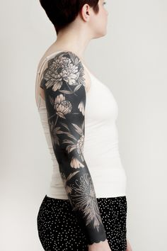 cool blackout tattoo ideas for women © tattoo artist Josh Stephens 💓💓💓💓💓💓💓 Black Sleeve Tattoo, Black Line Tattoo, Black Tattoo Cover Up, Solid Black Tattoo, Girls With Sleeve Tattoos, Arm Sleeve Tattoos, Tattoo Sleeve Designs, Cover Up Tattoos, Black And Grey Tattoos