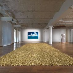 Félix González-Torres  Untitled (Placebo II – Landscape – For Roni) 1993  544 kg Bonbons in Goldfolie/  544 kg of candies in goldfoil  Maße variieren mit Installation/  Measurements vary with installation