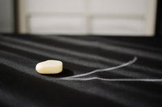SOAP TO MARK DARK-COLORED OR SHIFTY FABRICS