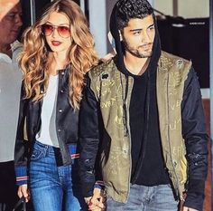 Zayn Malik has left fans confused about his relationship status with Gigi Hadid Style Gigi Hadid, Gigi Hadid And Zayn Malik, Gigi Hadid Outfits, Athleisure Trend, Gabriel Garcia Marquez, Diane Kruger, Closed Jeans, Gisele Bündchen, Skinny