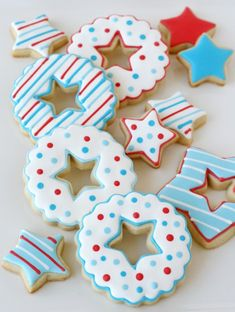 Star Cutout Cookies for the 4th via @Glorious Treats