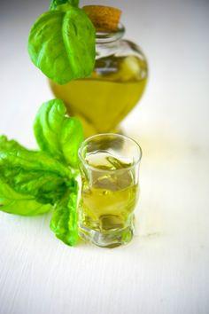 Ликер из базилика / Liquore di basilico | Элла Мартино Рецепты Кулинарные туры Итальянская кухня