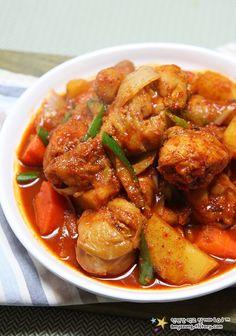 닭도리탕- used half the gochujang and gochugaru for the kids Korean Dishes, Korean Food, K Food, Menu, Asian Recipes, Ethnic Recipes, Soups And Stews, Chicken Wings, Food Inspiration