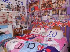 One Direction bedroom♡ I want my own bedroom so I can have it like that!!!!!!!!